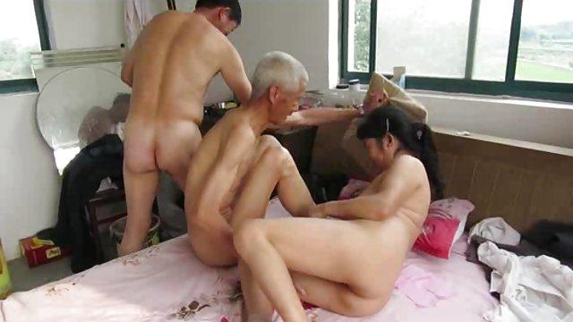 的屁股亚洲岩浆视频