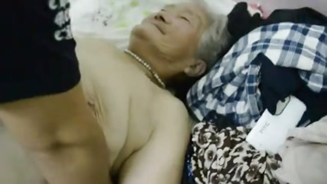 英国女人他妈的1青少年男孩他妈的奶奶