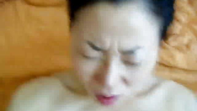 双胞胎他妈的其中国妻子的脚尼龙性感的痒痒