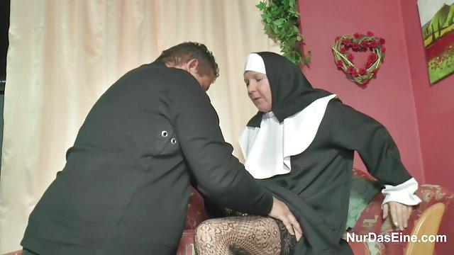 大学的青少年剥修女性交阿拉伯去他妈的视频
